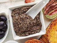 Рецепта Маслинова тапенада с аншоа и каперси за брускети или предястие